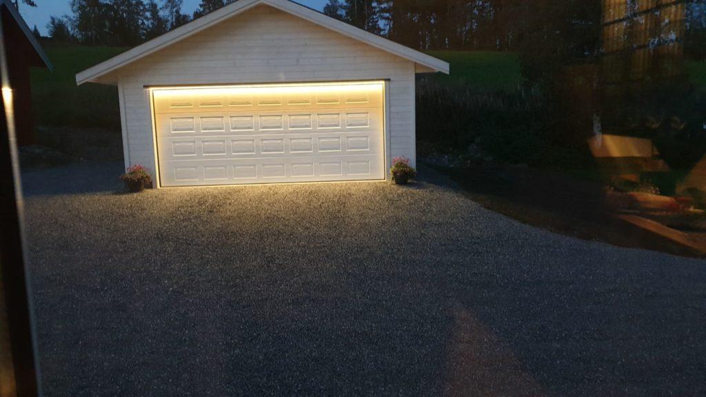 Eksempel på bruk av LED lys i og utenfor garasje
