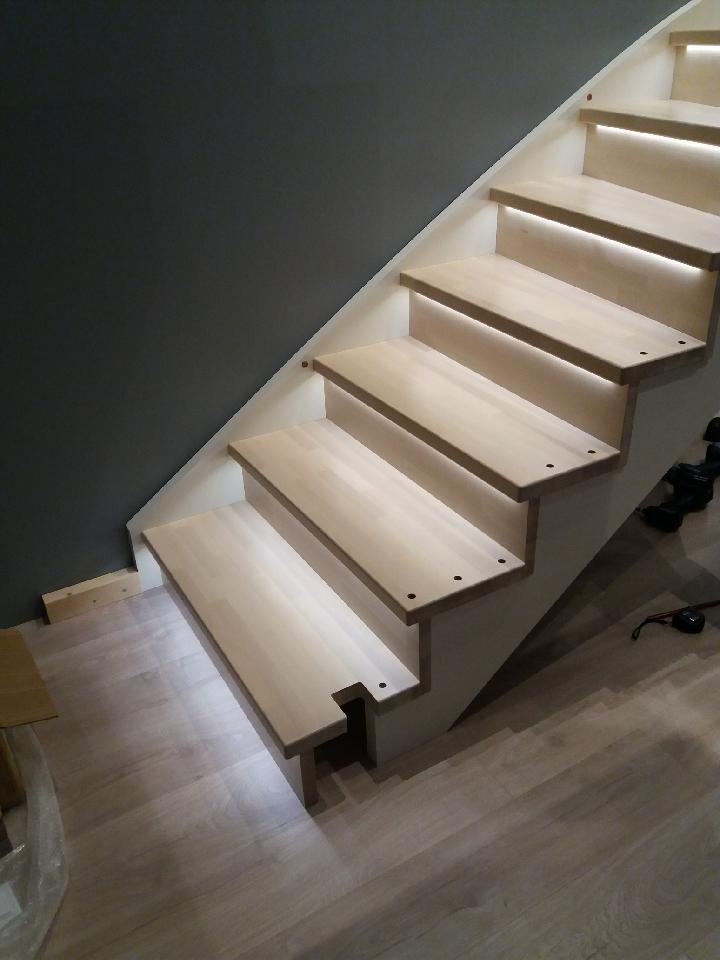 Eksempel på bruk av LED lys i trapp